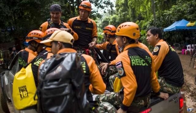 Fallece un buzo tailandés mientras ayudaba a los niños atrapados en la cueva