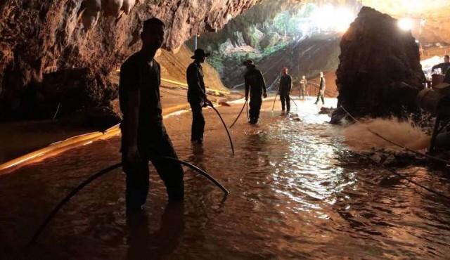 Más de 100 perforaciones para evacuar a niños atrapados en cueva de Tailandia