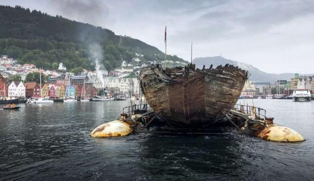 Barco del explorador Amundsen vuelve a Noruega un siglo después
