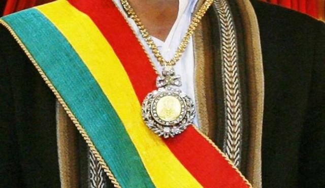 Roban medalla presidencial de Bolivia mientras su custodio fue a un prostíbulo