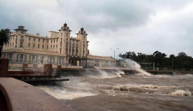 Alerta roja en la madrugada en Montevideo y el este