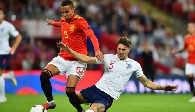 Luis Enrique debutó al frente de la Roja con triunfo ante Inglaterra