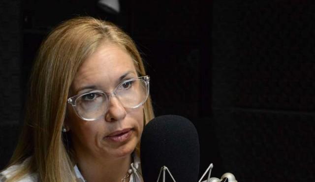 Jara estaría dispuesta a ceder fijación de precios de combustibles a Ursea