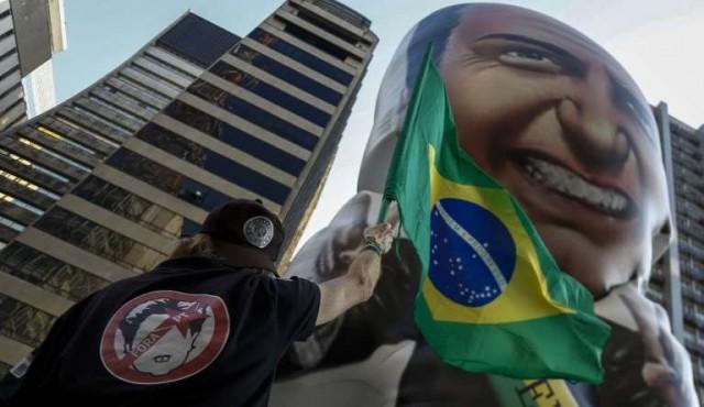 Bolsonaro sale del CTI y muestra leve crecimiento en las encuestas