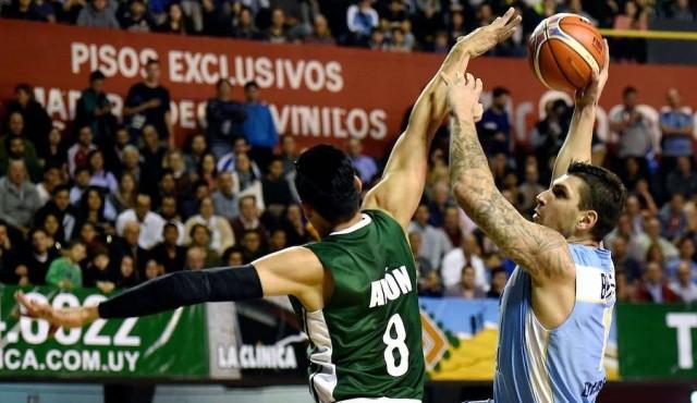 Uruguay le ganó a México y sueña con el Mundial