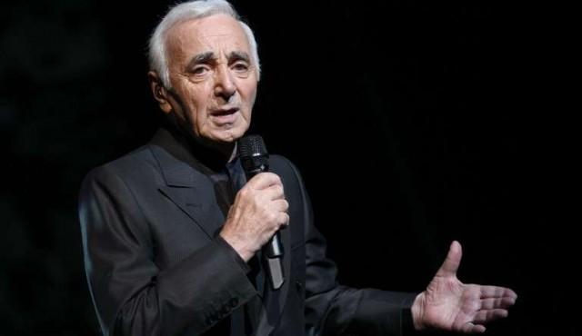 Murió Charles Aznavour, el cantante francés dueño de una voz que enamora