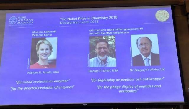 """Nobel de Química a científicos que replicaron """"los principios de Darwin en probeta"""""""