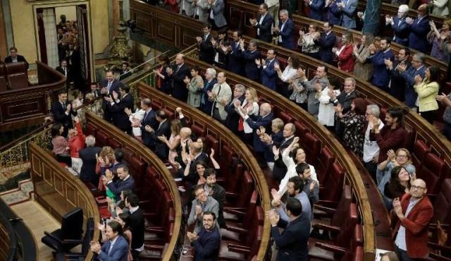 El gobierno español y Podemos pactan un presupuesto antiausteridad