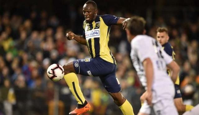 Usain Bolt marca su primer gol como futbolista profesional