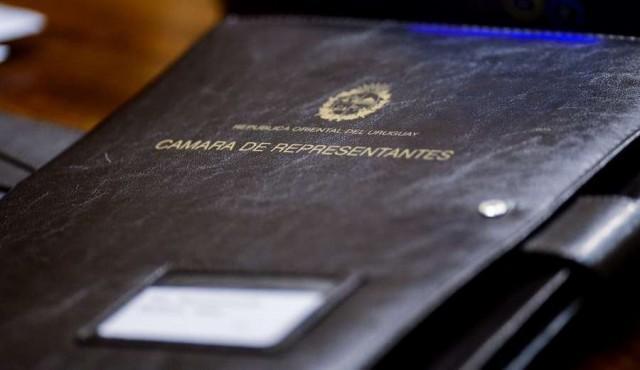 """Regasificadora: """"insinuaciones y sospechas"""" no van a la Justicia"""