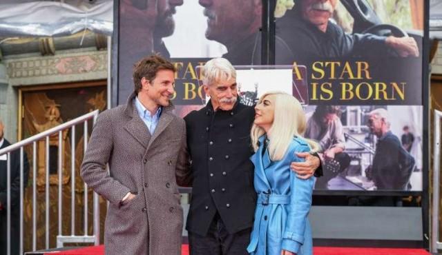 Sam Elliot deja huellas en cemento de Hollywood con Bradley Cooper y Lady Gaga
