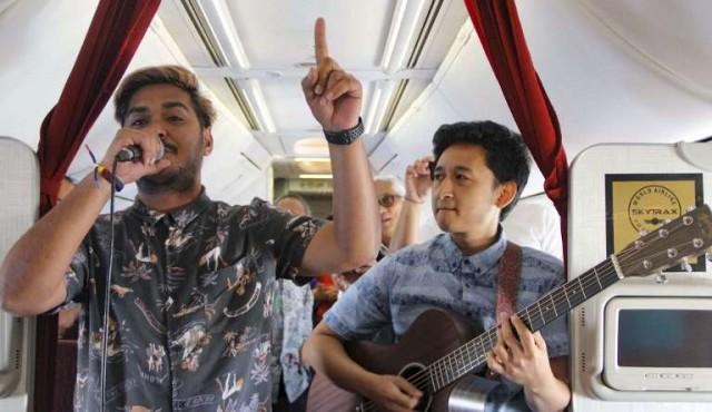 Una empresa aérea indonesia ofrece conciertos en vivo durante el vuelo