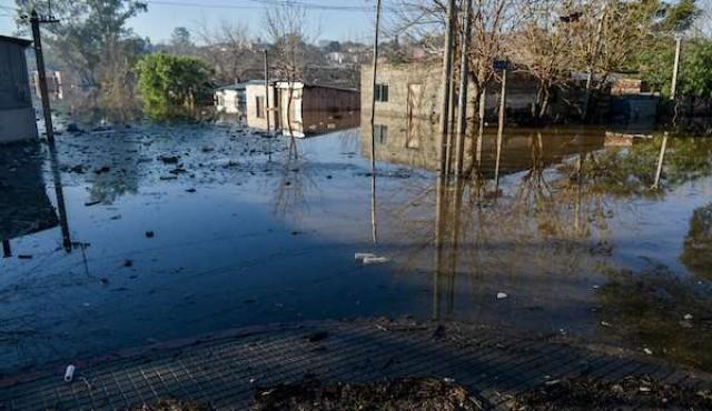 Desplazados por inundaciones aumentaron a 327