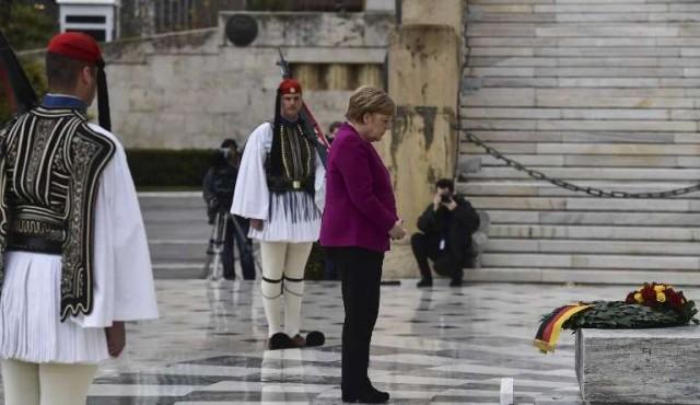 """Merkel dice que Alemania """"reconoce"""" la responsabilidad histórica de los crímenes nazis en Grecia"""