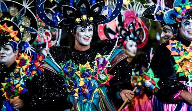 Desfile Inaugural de Carnaval en 18 de Julio