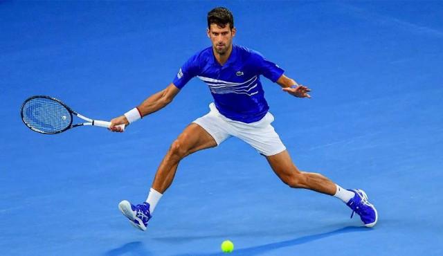 Djokovic arrasa a Pouille y se cita con Nadal en final del Open de Australia