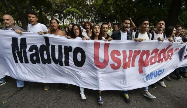 Cinco periodistas extranjeros siguen detenidos en Venezuela