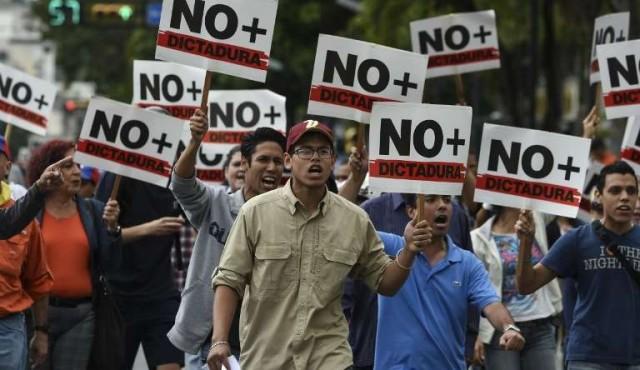 Guaidó se fortalece con reconocimiento europeo al expirar ultimátum a Maduro