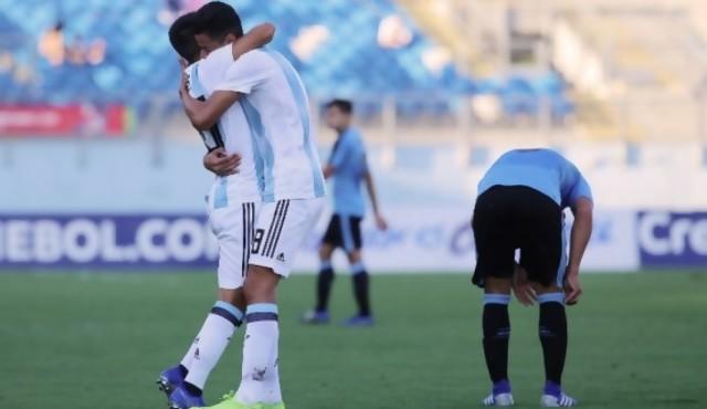 Uruguay perdió con Argentina 2 a 1