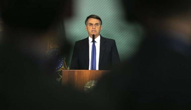 Bolsonaro busca reactivar su gobierno tras prolongada internación
