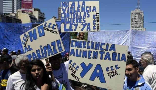 """Masivas marchas en Argentina contra el """"hambre y los tarifazos"""""""