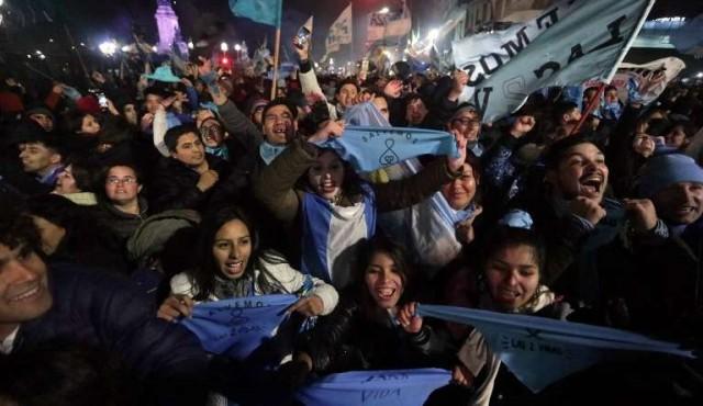 Manifestantes antiaborto vuelven a ganar las calles en Argentina