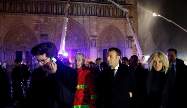 Macron promete reconstruir Notre Dame de París
