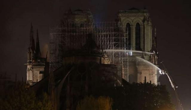 Carrera contrarreloj para salvar la catedral de Notre Dame de París