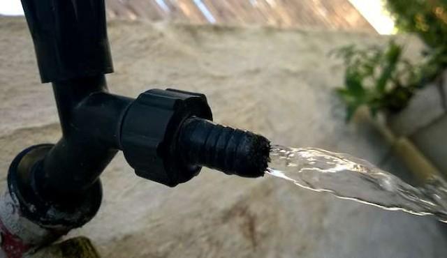 """El agua de OSE """"es absolutamente potable y llega al 99% de la población"""", según De León"""