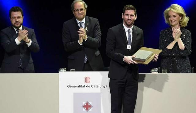 Messi recibió una alta condecoración del gobierno catalán