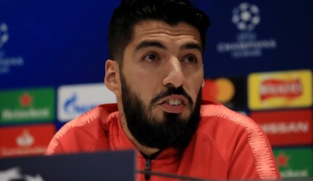 Luis Suárez, triste, justifica su operación antes de la final de Copa