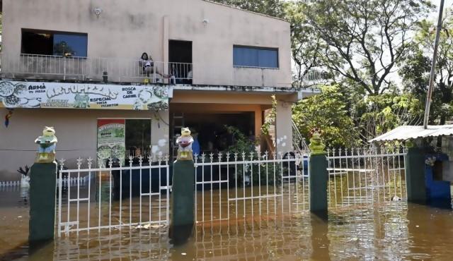 "Crecida del río Paraguay se acerca a la ""cota de desastre"""