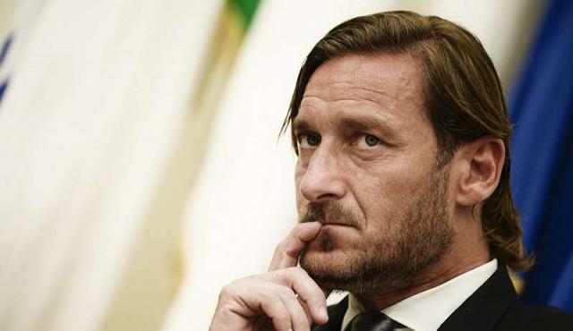 Totti renuncia a su cargo directivo en la AS Roma