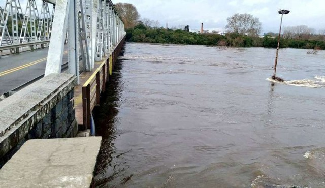 Más de 2.400 personas desplazadas de sus hogares por inundaciones