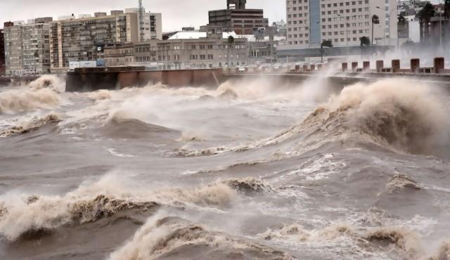 """El ciclón, una """"rueda"""" con trayectoria difícil de pronosticar"""