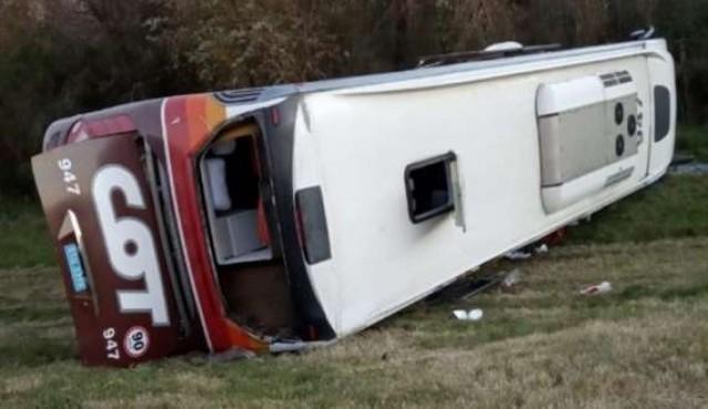 Ómnibus volcó en la ruta y dejó varios heridos