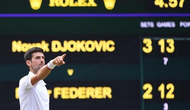 Djokovic gana su quinto Wimbledon en final épica contra Federer