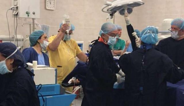 Equipo del Maciel voló para operar a paciente que no podía trasladarse