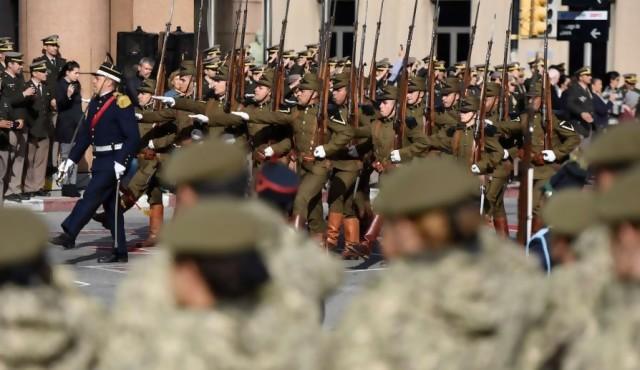 Aprueban primera ley orgánica militar votada en democracia
