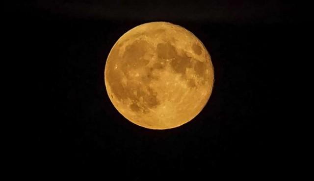 """""""Creo que el rol fundamental de la Luna es la estabilidad del eje terrestre"""""""