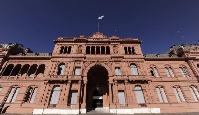 Argentina aplica medidas para evitar saltos en inflación y dólar