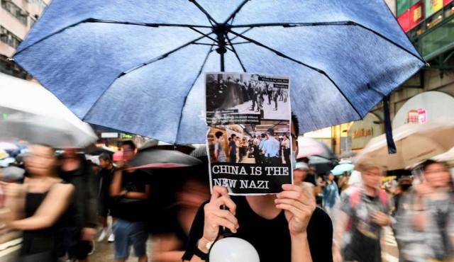 China acusada de utilizar Twitter y Facebook contra protestas en Hong Kong