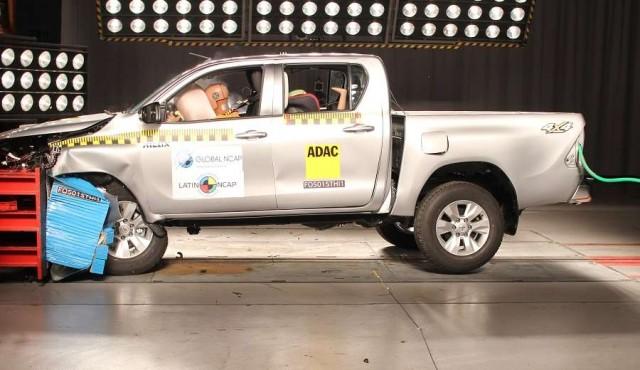 Latin NCAP: cinco estrellas para Toyota Hilux y por primera vez para un Chevrolet