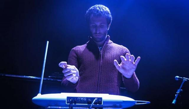 El theremín en Uruguay: un instrumento centenario que se interpreta sin tocarse