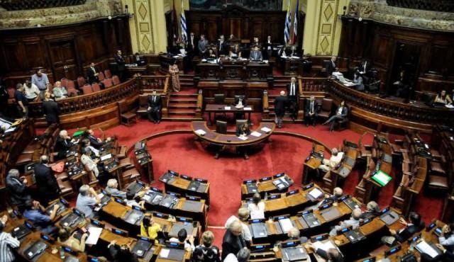 """Acuerdo interpartidario para aprobar una ley de transparencia que """"no avanza casi nada"""""""