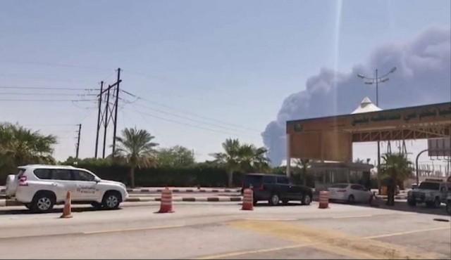 Disparada de precios y llamados a la moderación tras ataques a plantas petroleras sauditas