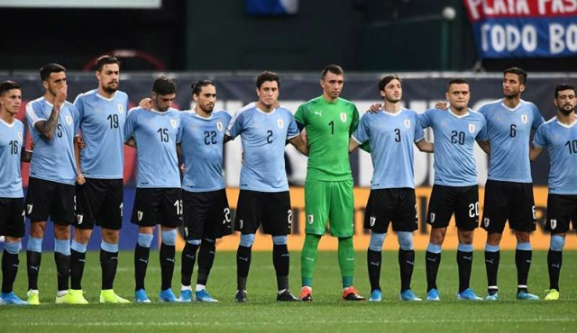 Tabárez reservó a 26 futbolistas del exterior para los amistosos contra Perú