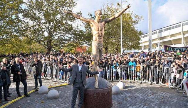 Ibrahimovic inauguró una estatua con su efigie en su ciudad natal
