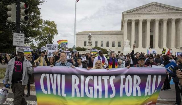 Corte Suprema de EE.UU. comienza audiencia histórica sobre derechos de gays y trans
