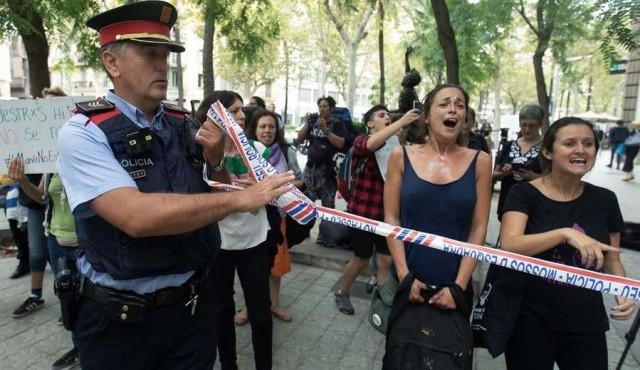 María entregó su hija a la policía catalana